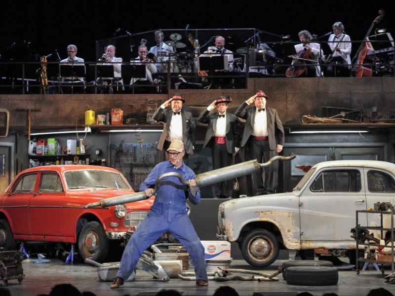 Klassikern Macken med Galenskaparna på scen – det är detaljerna som räknas