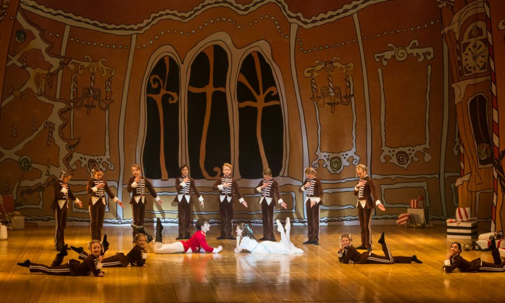 Hede-Atelje-scenografi-Emanuel-Petersson-scen-dekor-rekvisita-Nötknäpparen-SvenskaBalettskolan-Lorensbergsteatern